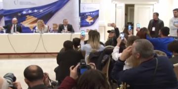 (Видео) Новинар ја побара за сопруга Рита Ора на прес-конференција во Приштина