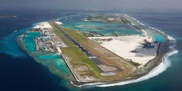 (Видео) Фамозниот остров-аеродром на Малдивите