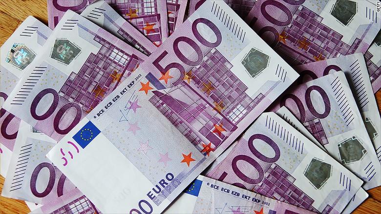 Пронајдени 80.000 евра кај патник на скопскиот аеродром, ги криел во долната облека