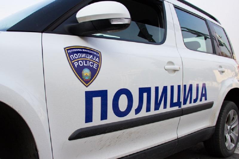 Двајца скопјани физички нападнале полициски службеник