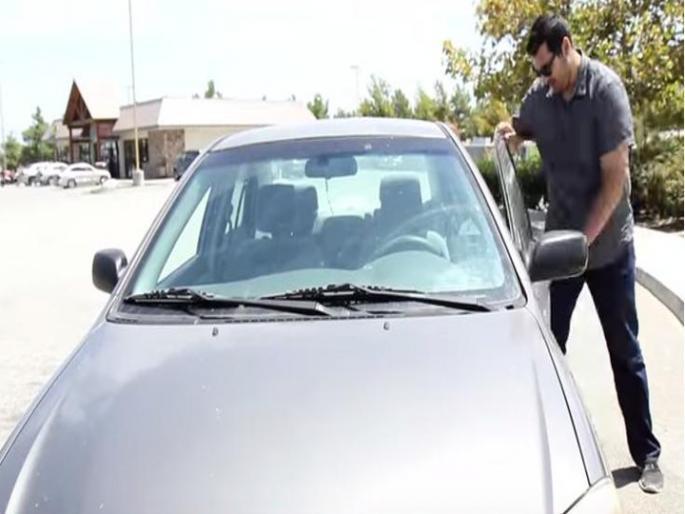 Успева секогаш – разладете го автомобилот кој седел на сонце за 10 секунди