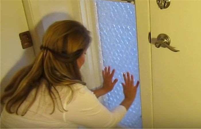 Вака ќе плаќате помали сметки зимава: Ставете го ова на прозорците