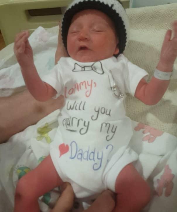 Му менуваше пелени на новороденчето – од она што следи ќе ви течат солзи радосници